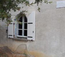 Volets peints... et fenêtres en cours