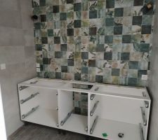 Début de fabrication d' un plan double vasque adapté à notre salle de bain ( 80-50-80cm ).