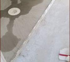 Barre de seuil pour la délimitation parquet/douche à l?italienne