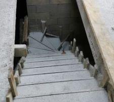 Escalier du sous-sol coulé