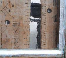 Pose de nouveaux carreaux sur une des fenêtres du cabanon
