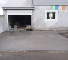 Allée garage béton classique