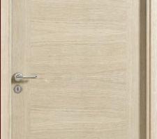Choix des portes intérieures : Néo Etna chêne blanchi avec serrure magnétique et charnières invisibles de chez Rozière.