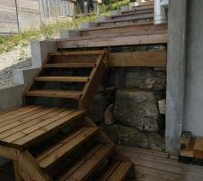 Escalier avec pallier, home made - manque la balustre, qui va venir.....!