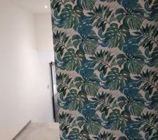 Papier peint du dégagement des chambres.