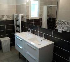 Salle de bain principale terminée.