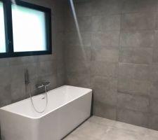 Salle de bain des enfants côté bain
