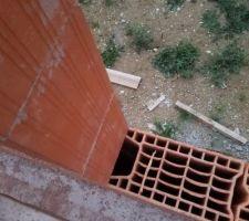 Décalage des trous de ferraillage verticaux je pense qu il y a un problème ?