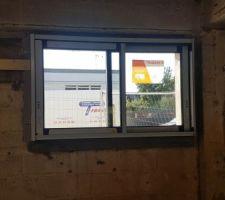 Mauvaises dimensions prises par le menuisier : fenêtre de la cuisine découpée pour tenir dans le tableau