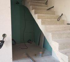 Future salle d'eau sous escalier