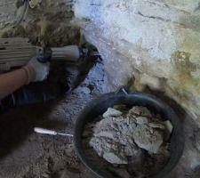 Mai 2020: Réalisation de boutisses (trous) dans les murs pour reprise de charge des nouvelles fondations dans le salon. (8 trous au total)   Photos tirées de l'épisode 19 de - La rénovation de Koggy - https://bit.ly/KoggyEP19