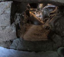Mai 2020: Je creuse la fondation pour passer le drain et l'évacuation PVC entre la chaufferie et le salon   Photos tirées de l'épisode 20 de - La rénovation de Koggy - https://bit.ly/KoggyEP20