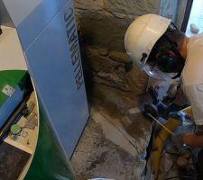 Mai 2020: Découpe du béton dans la chaufferie pour ajouter les 4 évacuations de la chaudière   Photos tirées de l'épisode 20 de - La rénovation de Koggy - https://bit.ly/KoggyEP20