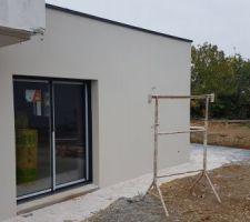 Enduit gratté blanc façade extension