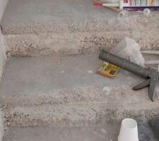 Chape sableuse sur escalier béton