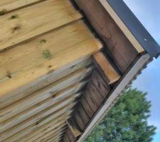 Detail de l'avant toit en volige