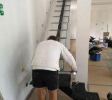 Camouflage de l'escalier avant peinture