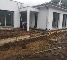 Piscine : préparation pour la terrasse, réalisation des coffrages
