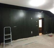 Première couche de peinture noire... ça fait du bien !