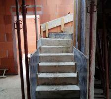 Escalier en parti décoffré.
