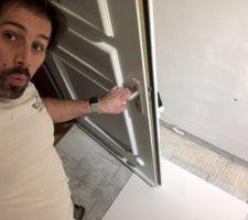 Quand on vérifie que cela passe avec la porte... ouf pas besoin de casser plus bas