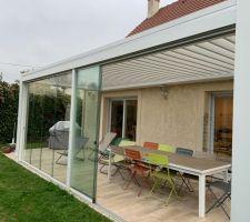Détail vitres ouvertes / fermées depuis l'extérieur, intégration parfaite vitres et stores !