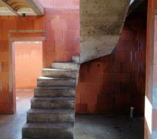 Escalier décoffré.