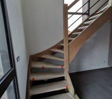 Escalier posé ce jour, je vois enfin l'étage !!