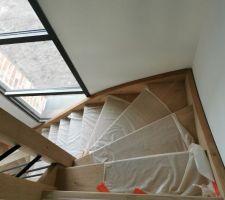 Escalier en chêne protégé pour l'instant, reste toutes les peintures à faire !!
