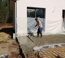 Piscine/terrasse : mise à niveau de la terrasse ... un travail de pro !
