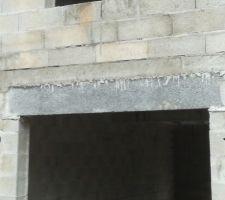 Qualité du linteau et surtout des parpaings qui tiennent le linteau...