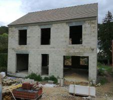 Couverture finie, correct et plus soigné que la maçonnerie ou le terrassement.