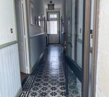 Couloir entrée en carreaux de ciment