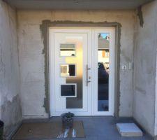 Pose de baguettes Alu  autour de la porte