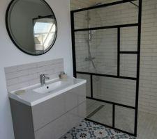 Salle de bain de l'étage en court de finition !!