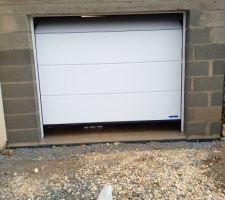 Pose une porte garage sectionnelle hormann