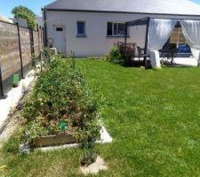 Vue sur le jardin et la maison. Tonnelle Palmeira de chez Hespéride