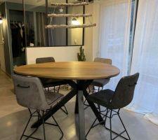 Nouvelle table de salle à diner pour compléter celle de la cuisine. On l'adore!