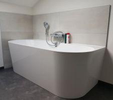 """Mise en place de la baignoire demi-ilot Villeroy et Boch modèle """"Oberon"""""""