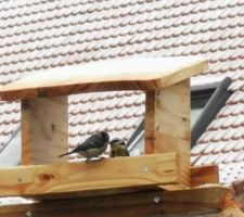 Petite maison à oiseaux faite maison pour mieux passer l'hiver