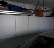 Meubles haut IKEA dans garage