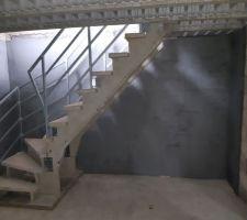 Notre escalier pré-fabriqué menant au sous-sol