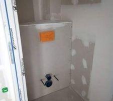 Le caisson des toilette est terminé. Plus qu'à attendre les peinture pour installation