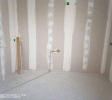 Tuyaux de gaz passé , prêt pour la cuisine qui sera installée le 29/01