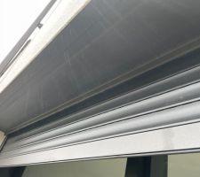 Installation des caches volets roulants en alu noir + vue des volets roulants alu noirs