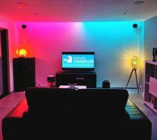 Éclairage d'ambiance Philips Hue dans le salon