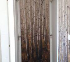 Couloir peint et tapissé