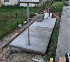 Coulage terrasse file à linge / plateforme PAC. Béton lissé pur la PAC, béton balayé