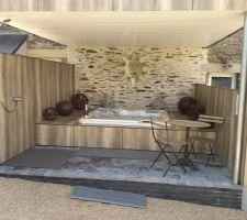 Spa abrité avec terrasse en extérieur