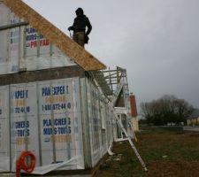 Fermetture des pignons et pose des debords de toit